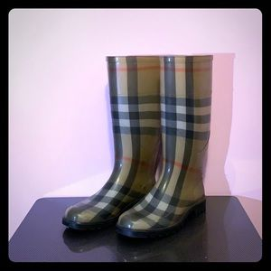 BURBERRY rain boots 35